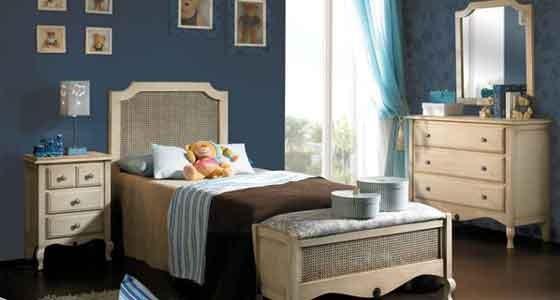 Ponemos a tu disposición una extensa colección de Dormitorios Juveniles, fabricados en madera de pino macizo y con un acabado de gran calidad. En la elección de tu dormitorio puedes añadir cualquier otro complemento que pueda gustarte o descontar el que no te interese.